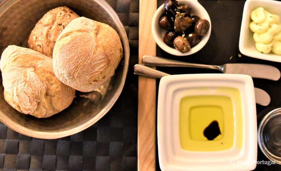 Entradas com pão quentinho e delicioso