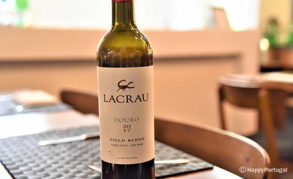 Vinho Lacrau tinto, acompanhou a refeição