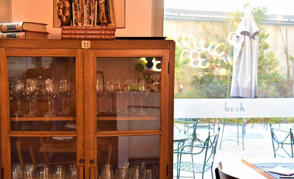 Decoração com moveis vintage, restaurante Book