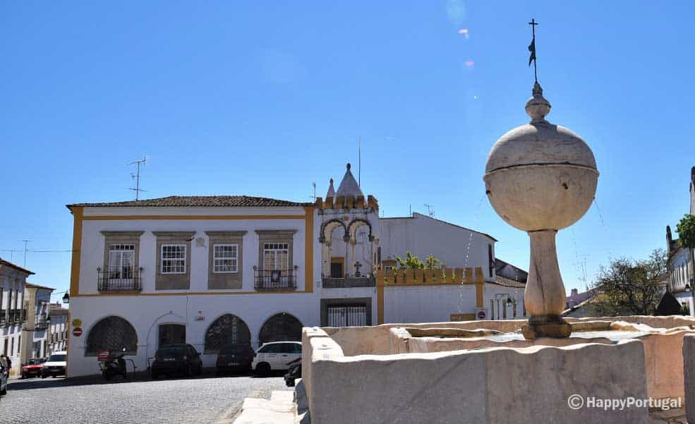 Porta da Moura, Évora - HappyPortugal